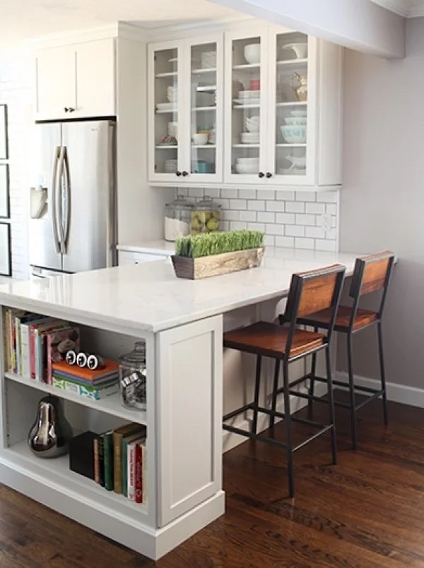 breakfast bar with white Shaker cabinets