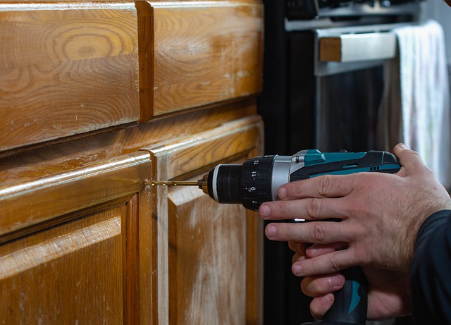 Type of construction and cost of Lowes kitchen cabinets